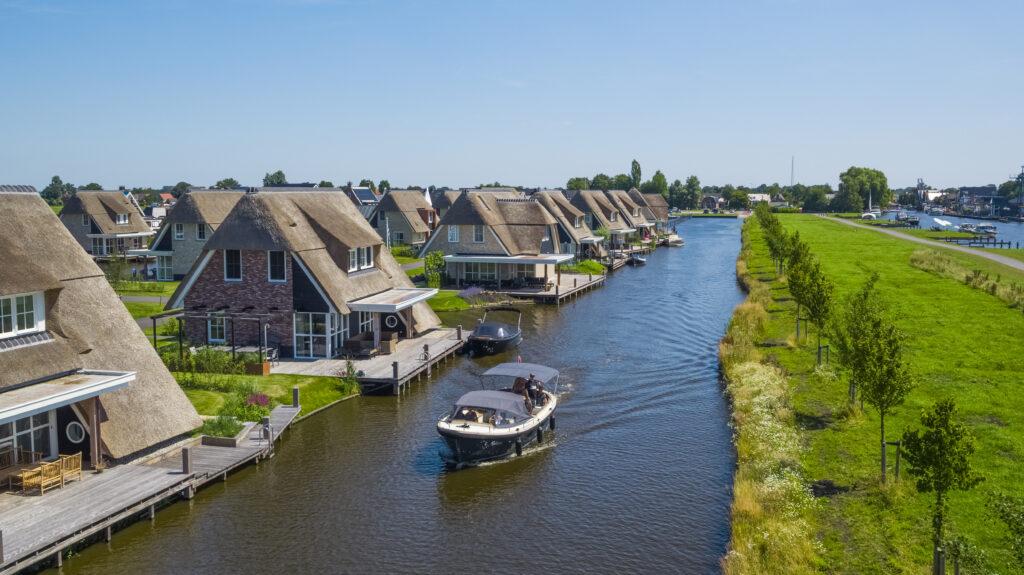 Luftbild Ferienwohnungen am Wasser